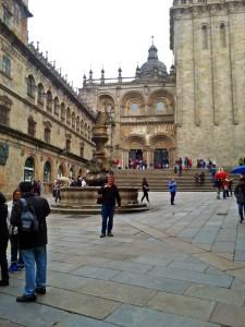 vor dem Südportal der Kathedrale